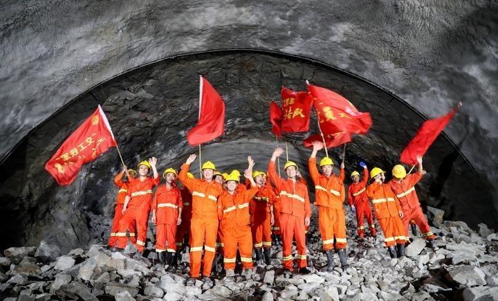 提前一个月!杭州绕城西复线湖州段所有隧道全部贯通