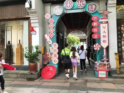 西湖边、吴山脚,杭州清河坊历史街区重新开放了!街上二手房价已破10万一平