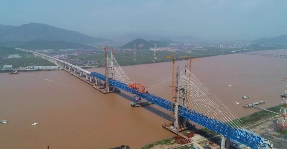 杭绍台铁路椒江特大桥昨日合龙!建成通车后,杭州到台州只需1小时