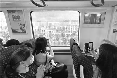 海宁居民首次体验坐地铁到杭州上班