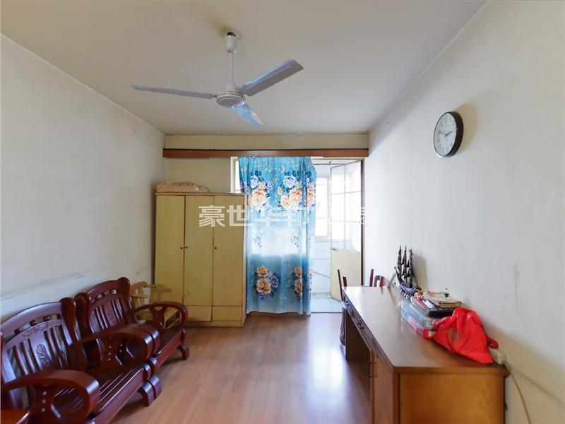 安吉路学区 单价2万5  买个3房 一梯两户