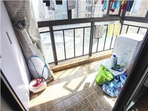 万和国际二手房-阳台