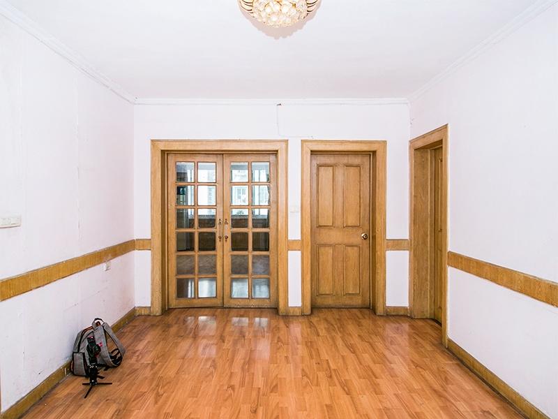 大三房 房东置换诚心卖。