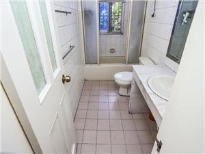 雅云花园二手房-卫生间