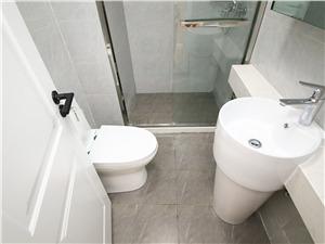 城南家园二手房-卫生间