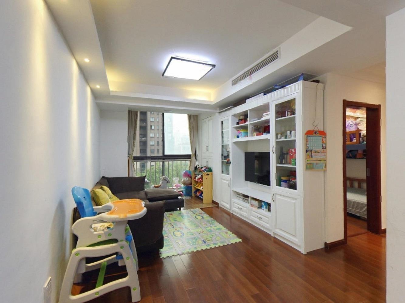 东和云第中间套户型,自住精装修,看房方便