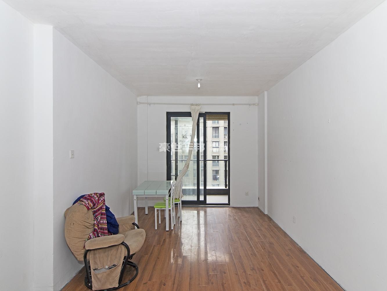 房东诚心出售,两房南北通透户型,小面积总价低,刚需户型。