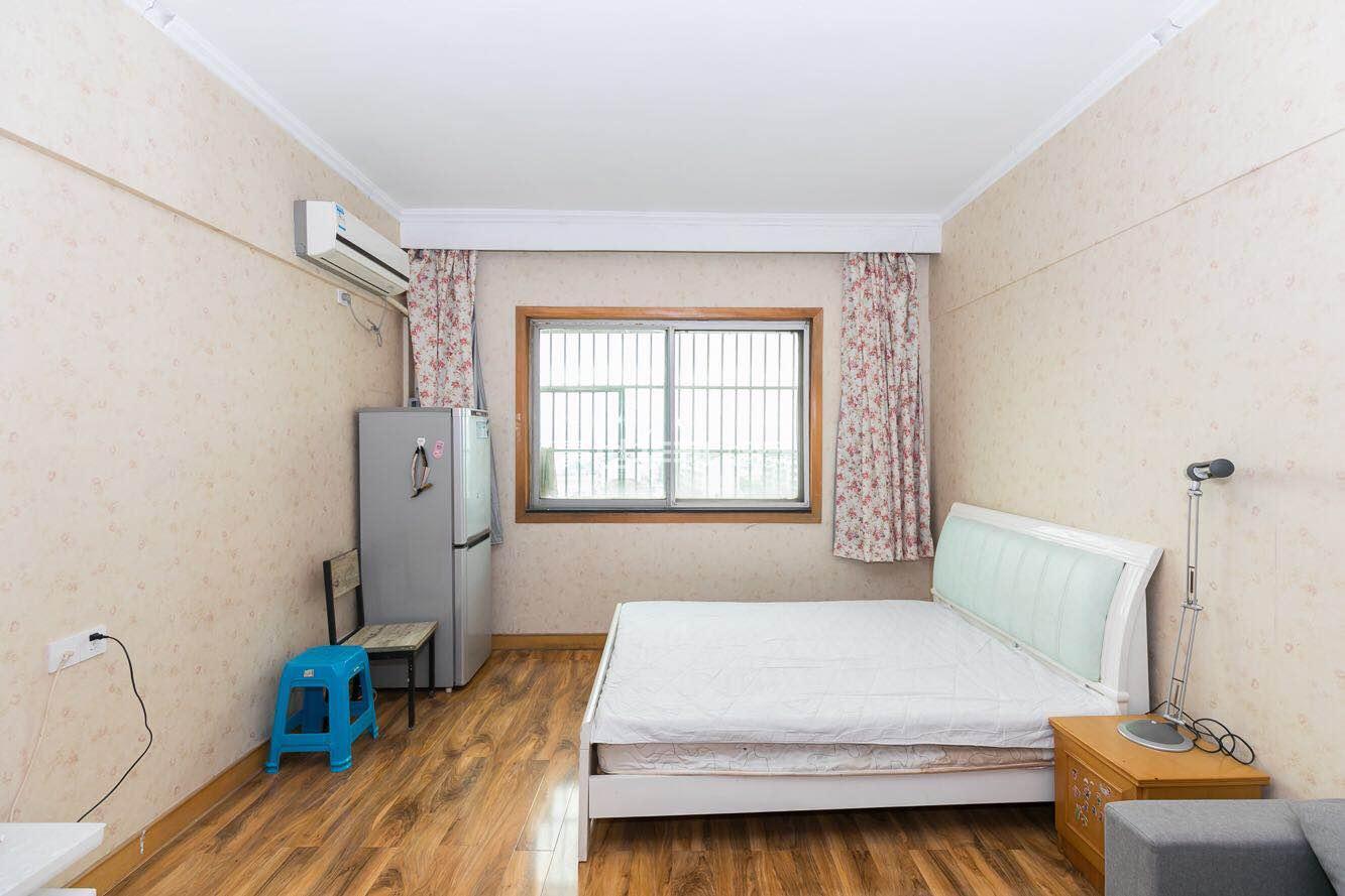 居仕公寓出租房-主卧
