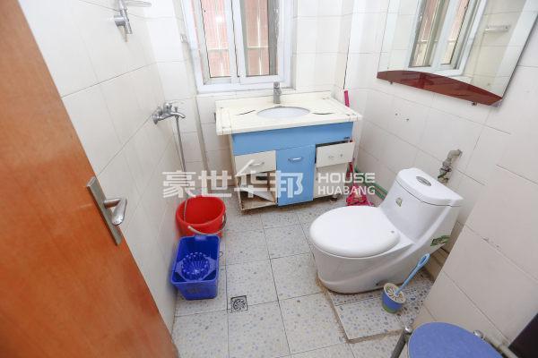 左家新村出租房-卫生间