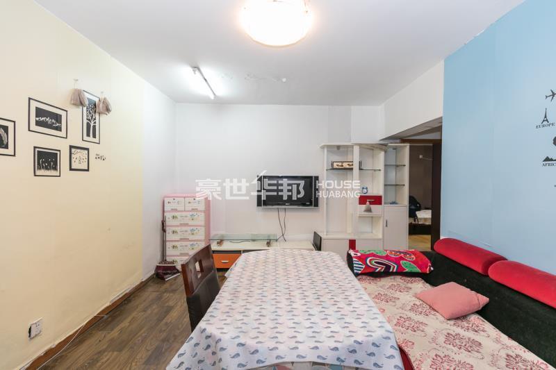左家新村出租房-客厅