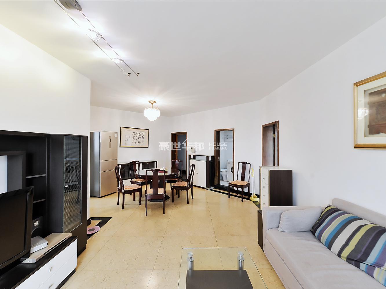 青蓝 总价低 2004年新房子 350万 3万8单价