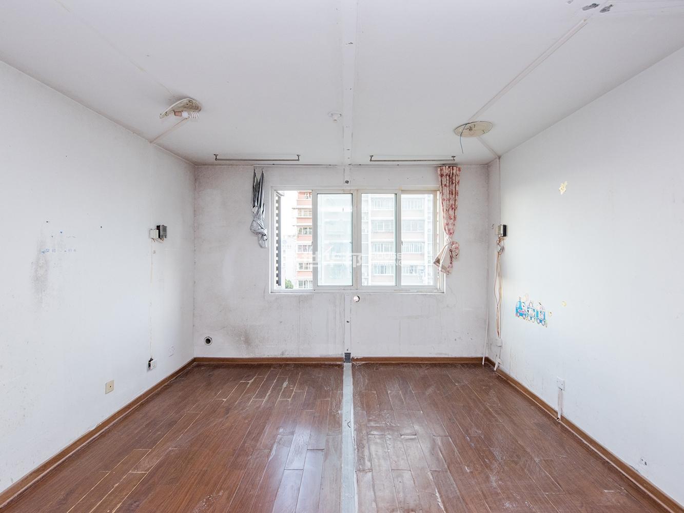 新上卖鱼桥学区房,户型方正,看房有钥匙