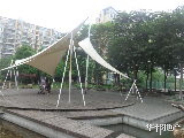 小区中心位置花园