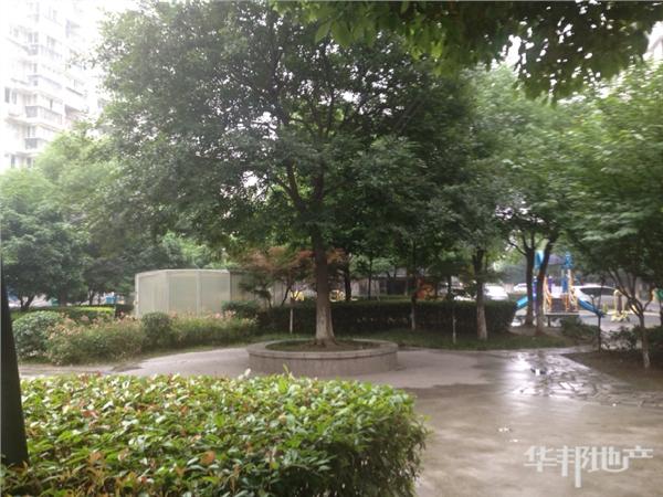 小区内花园