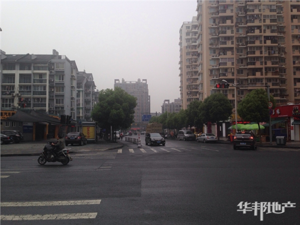 长阳路小区主干道