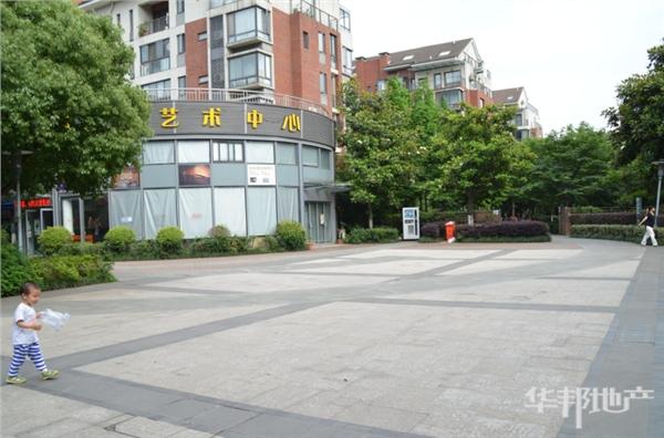 三和大街小广场艺术中心