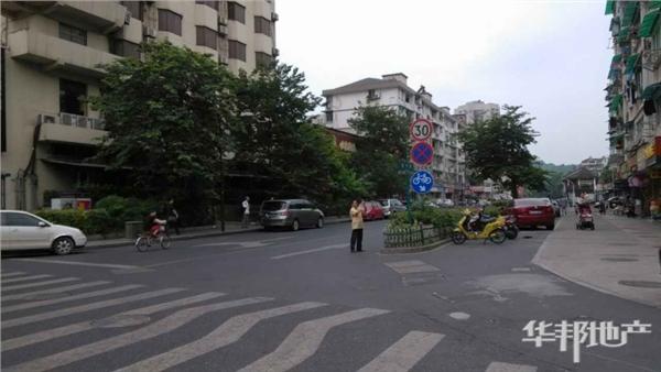 江城路抚宁巷交叉口