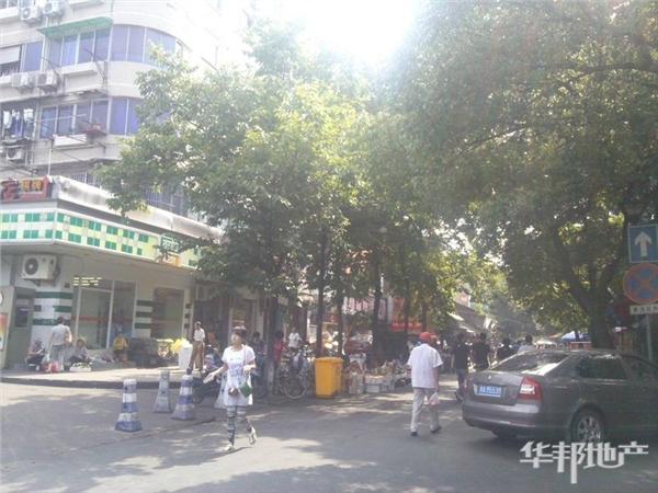 五区公交站集市街