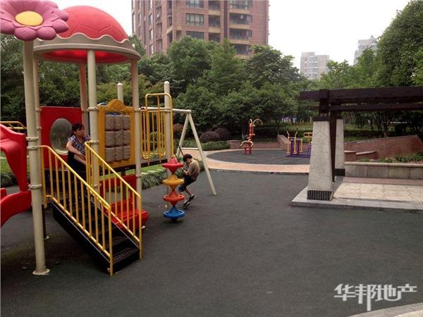 小区儿童游乐场